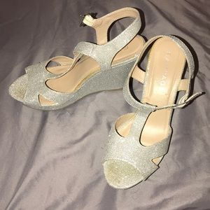 Shoes - Gorgeous 4in silver wedges